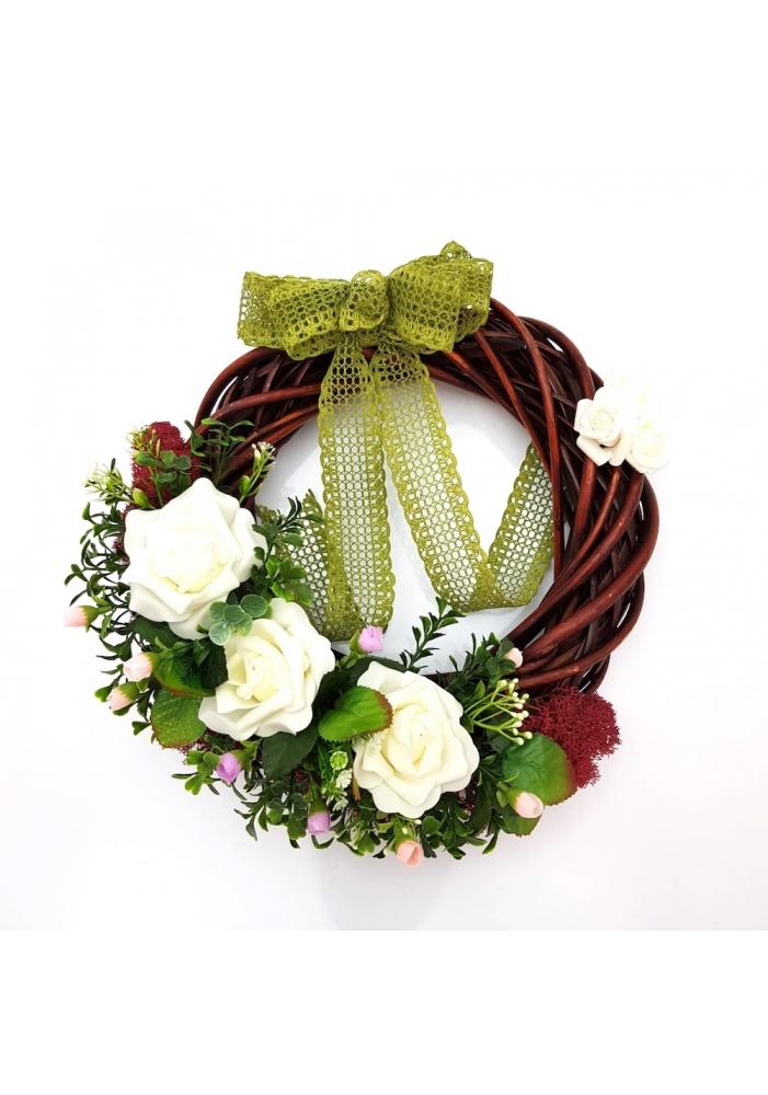 Coronita decorativa din ratan cu trandafiri si muschi rosu