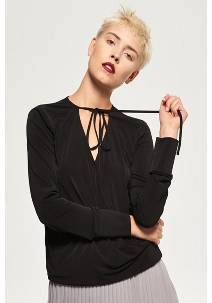 Bluza neagra eleganta si elastica